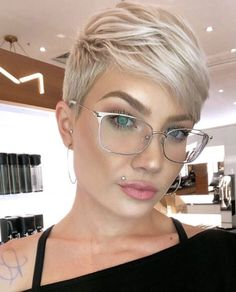 We have handpicked the Latest Short Blonde Hair Ideas for 2019 that are so inspiring and awesome. If you like blonde hair color then you will surely love Blonde Highlights Short Hair, Ash Blonde Short Hair, Dark Roots Blonde Hair, Blonde Pixie Cuts, Pixie Cut With Bangs, Undercut Pixie Cut, Pixie Cut Color, Crop Hair, Short Pixie Haircuts