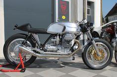"""Képtalálat a következőre: """"radical guzzi"""" Ducati Cafe Racer, Cafe Bike, Cafe Racer Bikes, Cafe Racer Motorcycle, Motorcycle Design, Cafe Racers, Moto Guzzi V50, Moto Guzzi Motorcycles, Cafe Racer Style"""