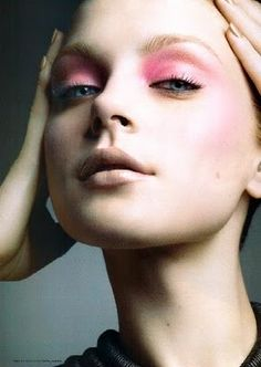 Think pink with your eyes and your cheeks! #inspiration