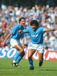 Grito de gol. Diego Armando Maradona en #Napoli, 1988. El 10, #ReyDeNapoles…