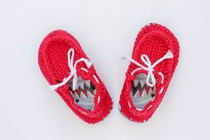 Make cheap flip flops (thongs) into crochet toddler slippers with this free pattern. The boat shoe style works well for girls and boys. Quick and easy project!