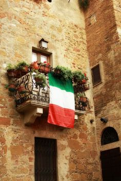 I want a beautiful terrace like that. I miss my Perugian apartment!