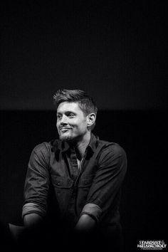 Jensen being adorable Supernatural Actors, Supernatural Wallpaper, Jesen Ackles, Jensen And Misha, Super Natural, Jared Padalecki, Misha Collins, Destiel, Series Movies
