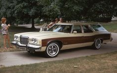 1974 Pontiac Grand Safari ~ A beautiful example of the GM full-size wagons Car Station, Pontiac Grand Am, Camping Gifts, Us Cars, Camping Accessories, Buick, Cool Cars, Dream Cars, Chevrolet