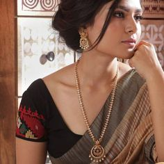 Indian Jewellery Online, Indian Jewelry Sets, Indian Necklace, Antique Necklace, Beauty Full Girl, How To Look Classy, Necklace Set, Gold Necklace, Necklace Designs