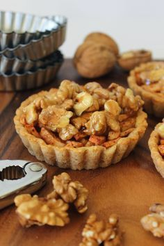 Appel-walnotentaartjes-Apple-walnut tartlets x Dutch Recipes, Tart Recipes, Apple Recipes, Sweet Recipes, Baking Recipes, Cookie Recipes, No Bake Desserts, Delicious Desserts, Yummy Food