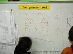 Planning Board in block area-drawing what you are going to build or have already… Preschool Centers, Preschool Curriculum, Kindergarten, Block Center, Block Area, Creative Curriculum, Creative Teaching, Construction Area Ideas, Eyfs Classroom