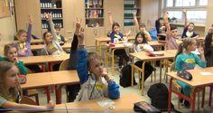 """W czwartek 5 marca mieliśmy w szkole wyjątkowych gości. Odwiedzili nas uczniowie z klasy 3 a i 3 e Gimnazjum nr 1 w Wejherowie. Gimnazjaliści poprowadzili dla nas warsztaty pt. ,,Prosument i ochrona środowiska naturalnego"""". Zaprezentowali stworzony przez nich spot biorący udział w konkursie ,,Postaw na Słońce"""", którego głównym organizatorem jest Fundacja Banku Ochrony Środowiska."""