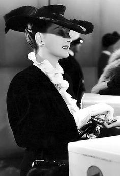 Bette Davis, looks like Now Voyager