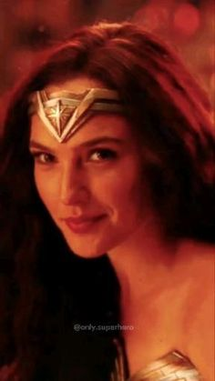 Gal Gadot Wonder Woman, Wonder Woman Movie, Avengers Movies, Superhero Movies, Angelina Jolie Short Hair, Wonder Woman Aesthetic, Anne Maria, Gal Gardot, Bros