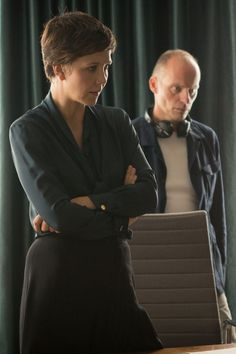 """critictoo: First look at the 2014 mini-series """"The Honourable Woman"""" starring Maggie Gyllenhaal (via sundancechannel) Emma Watson Pixie, The Honourable Woman, Jean Genie, Maggie Gyllenhaal, Very Short Hair, Pixie Hairstyles, Pixie Haircut, Michelle Williams, Office Fashion"""