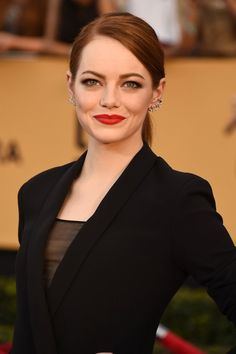 Helmut Newton Inspired Emma Stone's Bombshell SAG Awards Makeup - Pret-a-Reporter