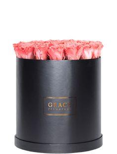 Handgemachte Flowerbox mit haltbaren Rosen, die bis zu drei Jahre blühen. Schnell und sicher online bestellen.