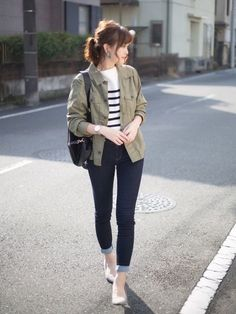 63 Ideas Travel Outfit Autumn Taiwan Source by hannaninadiah autumn Korean Casual Outfits, Casual College Outfits, Cute Casual Outfits, Simple Outfits, Korean Girl Fashion, Korean Fashion Trends, Korean Street Fashion, Look Fashion, Korean Fashion Casual