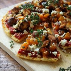 A rice and leek base pizza, topped with a rich and herby tomato sauce, balsamic-roasted butternut, buttery croutons and crumbly feta. You wont look at rice the same way again! Created by Teresa Ulyate Easy Appetizer Recipes, Snack Recipes, Dinner Recipes, Healthy Recipes, Healthy Food, Feta Pizza, Rice Ingredients, Healthy Family Meals, Roasted Butternut