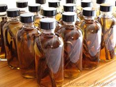 homemade pure vanilla extract You put a few vanilla beans in a bottle and cover them with vodka. Let it sit for months or more and you've got amazing homemade vanilla extract! Vodka, Do It Yourself Food, Homemade Vanilla Extract, Vanilla Flavoring, Preserving Food, Canning Recipes, Canning 101, Canning Jars, Baking Tips