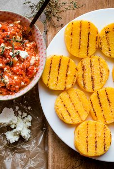 Grilled Polenta Bites with Roasted Red Pepper, Feta, and Thyme Spread(Vegan Casserole Polenta) Grilled Polenta, Polenta Fries, Grilled Pizza, Grilled Zucchini, Grilled Vegetables, Bite Size Appetizers, Appetizer Recipes, Delicious Appetizers, Vegetarian Recipes