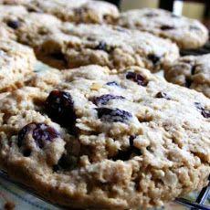 Vegan Cinnamon Oatmeal Raisin Cookies