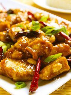 Il Pollo alle mandorle in salsa al Marsala ricorda la cucina orientale, in particolare quella cinese. Per una nota agrodolce in più, aggiungete una mela!