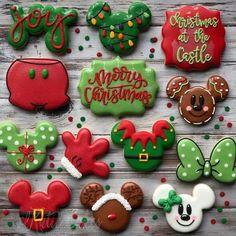 Snowflake Christmas Cookies, Christmas Sugar Cookies, Noel Christmas, Disney Christmas, Christmas Goodies, Homemade Christmas, Christmas Desserts, Christmas Treats, No Bake Sugar Cookies