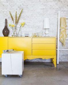 Decoração com Móvel Amarelo