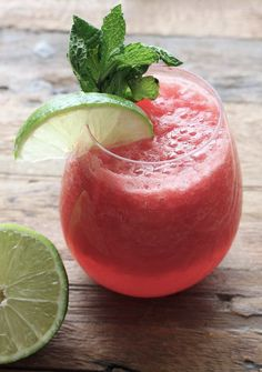 melon-mojito Watermelon Mojito, Just Eat It, Grapefruit, Smoothies, Vegetarian Recipes, Good Food, Lime, Food And Drink, Cocktails