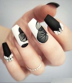 Gorgeous ideas of beautiful black and white nail art designs and pictures to wea… - Nageldesign Black And White Nail Designs, Black And White Nail Art, Black Marble Nails, Fall Nail Art Designs, Acrylic Nail Designs, Spring Nail Art, Spring Nails, Spring Art, Cute Nail Art