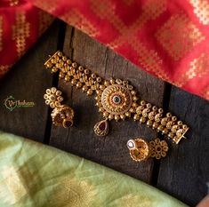 Check out some of the best South Indian imitation necklace designs by the brand Vriksham here. Pearl Necklace Designs, Jewelry Design Earrings, Gold Necklace, Indian Bridal Jewelry Sets, Gold Wedding Jewelry, Antique Jewellery Designs, Chokers, South India, Diamond Jewellery