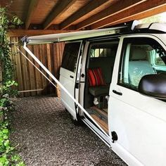 DIY Markisenbefestigung am VW-Bus California Bus Camper, Camper Van Life, Sprinter Camper, Camper Hacks, Camper Diy, Caravan Hacks, Vw California Camper, T5 California, Minivan Camping