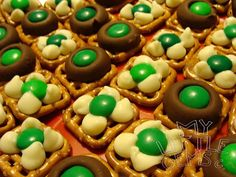 Cute St. Patrick's Day pretzels with white chocolate chipts & green m