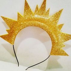 DIY Tiaras para o Carnaval Rainbow Costumes, Carnival Costumes, Diy Costumes, Tiara Diy, Sun And Moon Costume, Karneval Diy, Baby Cosplay, Diy And Crafts, Crafts For Kids
