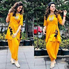 Kurti with hanging. It's cute detailing Dress Indian Style, Indian Dresses, Indian Outfits, Indian Wear, Frock Fashion, Women's Fashion Dresses, Dress Outfits, Fashion Quiz, 2000s Fashion