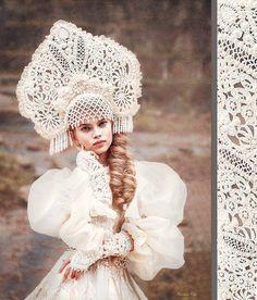 Russian Traditional Kokoshnik along with traditional hair braid Russian Beauty, Russian Fashion, Folk Fashion, Ethnic Fashion, Foto Fantasy, Fantasy Hair, Fantasy Makeup, Dress Dior, Mode Russe