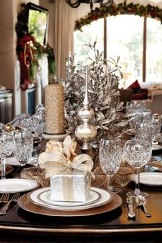 Glam Christmas - gold and white centerpiece