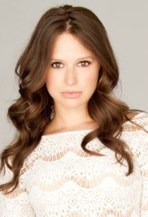 Katie Lowes Picture