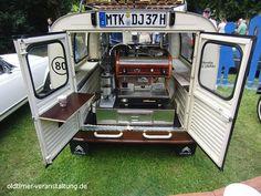 Mobile Kaffeemaschine in einem Citroën 2CV Katenente aus dem Jahr 1965