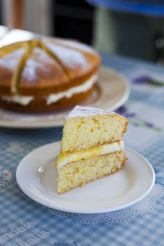 "An Irish ""Lemon Sponge""cake recipe. It's so light, airy and moist because of the tangy lemon curd and creamy buttercream filling. A slice of this alongside a cup of tea and you are set for the rest of the day. Lemon Desserts, Lemon Recipes, Köstliche Desserts, Sweet Recipes, Delicious Desserts, Lemon Sponge Cake, Sponge Cake Recipes, Tea Cakes, Cupcake Cakes"