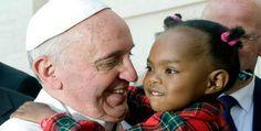 Imágenes del Papa cristiano en Uganda. Y digo Papa cristiano porque otros Papas no me lo parecieron tanto, este sí.- El Muni