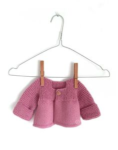 Learn How to Make this adorable Knitted Baby CARDIGAN. FREE Step by Step Pattern & Tutorial. A different way of making a Knitted Baby Cardigan! Baby Cardigan Knitting Pattern, Knitted Baby Cardigan, Baby Knitting Patterns, Baby Patterns, Knitting For Beginners, Knitting For Kids, Free Knitting, Pink Lady, Cardigan Bebe