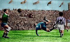 Di Stéfano batió de esta manera a Saso, portero del Valladolid, en el viejo Zorrilla tras un pase potente de Joseíto.