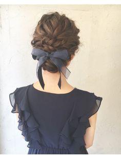 Lolo (Lolo) Angerufene Haare in die Wege leiten Coiffure Hair, Curly Hair Updo, Curly Hair Styles, Braid Hair, Bow Braid, Hair Bow Bun, 4b Hair, Messy Hair, Braided Updo