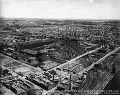 https://flic.kr/p/kLEyf4 | VM97-3_01-021. Vue aérienne oblique du secteur portuaire et ferroviaire. 1925-1935. | Vue vers le nord-est, secteur industriel près du port de Montréal, rues Sainte-Catherine et Bercy, enclos ferroviaire, secteur de Maisonneuve.