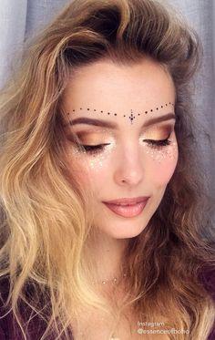 Instagram @essenceofboho. Find more inspiration on festival make up on my blog Anoukh & The Sea or my instagram @essenceofboho / / festival makeup, festival fashion, makeup, glitter, festival look, 2017