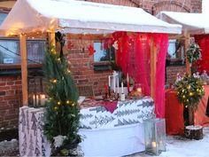 Käsitöiden myyntikoju Malmgårdin tunnelmallisilla joulumarkkinoilla