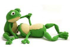 Fritz the Frog pattern by YukiYarnDesigns