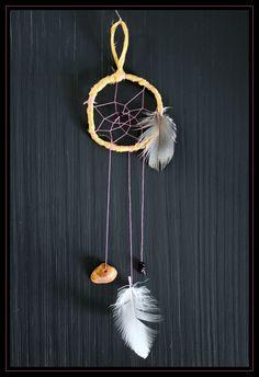 Mijn eerste zelfgemaakte #dromenvanger. Met echte #veren.  My first #diy #dreamcatcher. With real #feathers.  #myfirst #echteveren