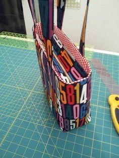 Tutorial: Add a Recessed Zipper to a Tote - Stitch Lab Blog http://stitchlab.tumblr.com/post/81556533527/tutorial-add-a-recessed-zipper-to-a-tote