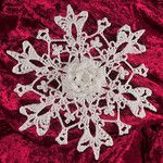A directory of all the snowflake and directions on Snowcatcher Snowflake's blog site. So many.....could make one of each and make a real snow fall of unique snowflakes.