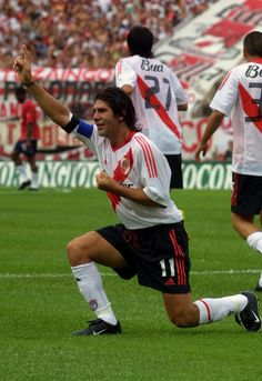 Marcelo Salas in the Club Atlético River Plate - Argentina Soccer Stadium, Sport Football, Football Soccer, Soccer Art, Cristiano Ronaldo Lionel Messi, Football Wallpaper, Football Players, Carp, Nostalgia