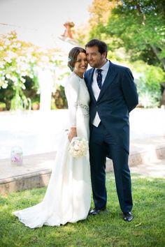 Boda real de Silvia y Juan Carlos: ella con vestido de Colour Nude y tocado de Ani Bürech {Foto, Juan Delgado} #realwedding #spain